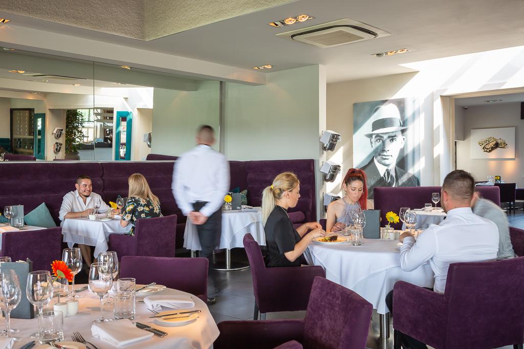 Alecs-Restaurant-14